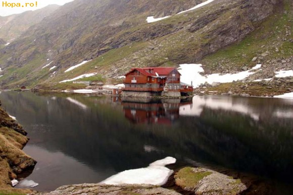 Lacul_Balea,_lac_glaciar_la_Muntii_Fagaras,_Judetul_Sibiu_1244056632