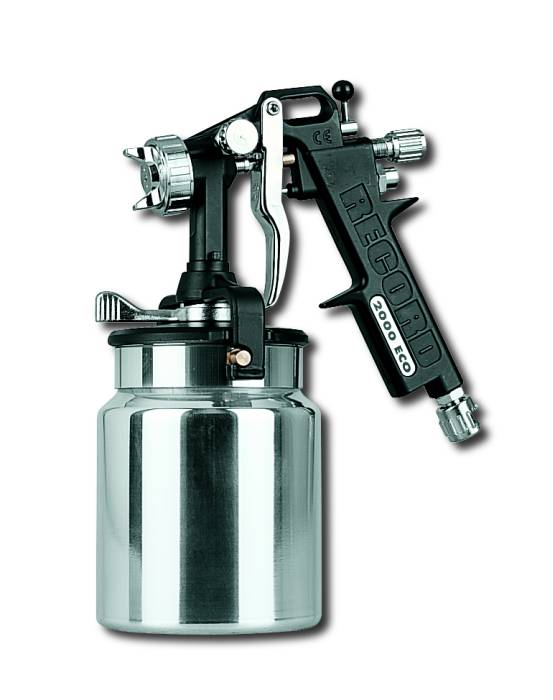 Spray gun with fluid cup provided with bayonet closing